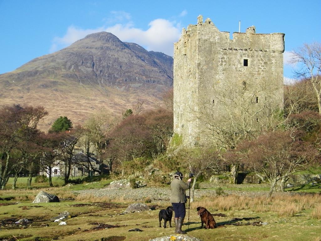 Moy Castle,Clan MacLaine,Loch Buie