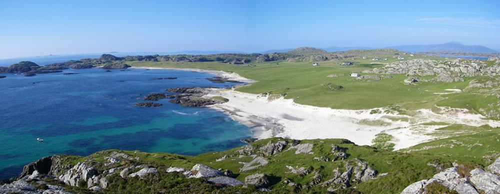 Bay at the back of the Ocean Isle of Iona