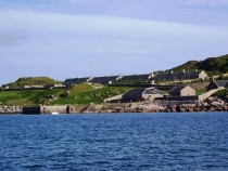 Erraid Pier and former lighthouse keepers cottages