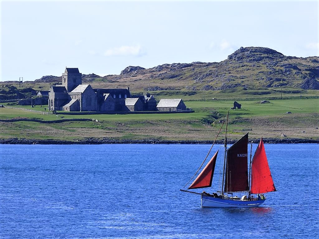 boat-trips-and-tours, Alternative Boat Hire, Iona Abbey